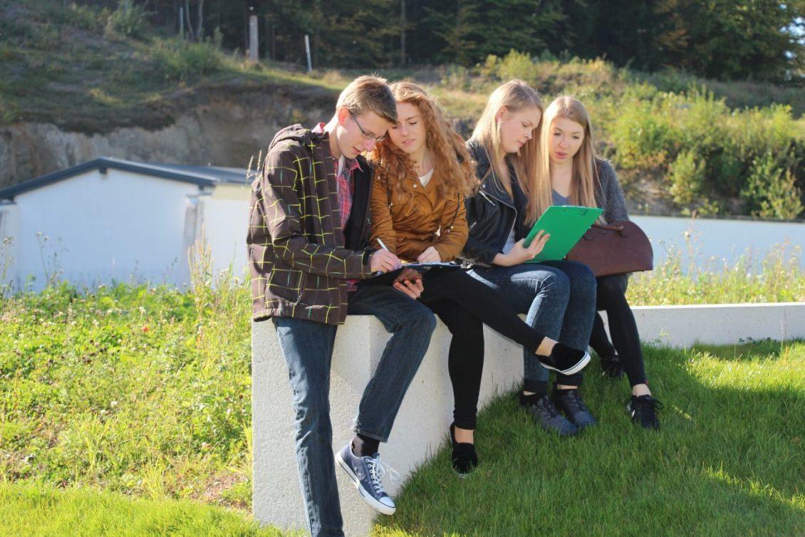 Gruppenarbeit draußen