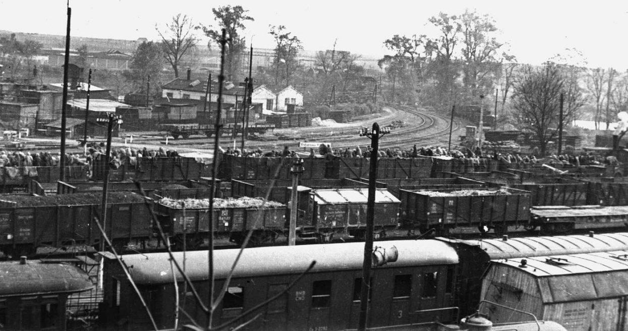 Проезд поезда смерти в Кралупах