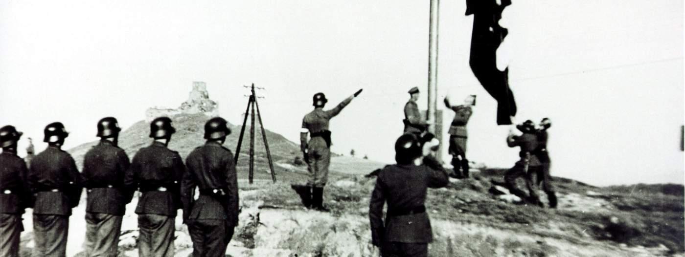 Подъём флага (фрагмент)