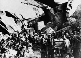 Haeftlinge im Steinbruch, SS-Foto um 1942