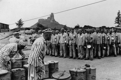 Essensapell im Steinbruch 1942